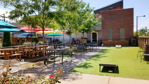 Lowdown Brewery - one of many breweries in Denver with Food